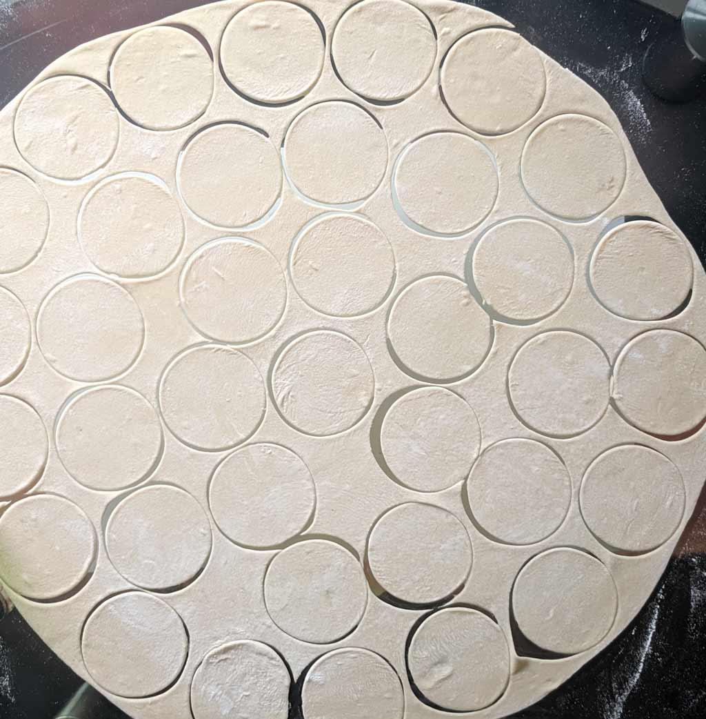 Вырезать формой круги