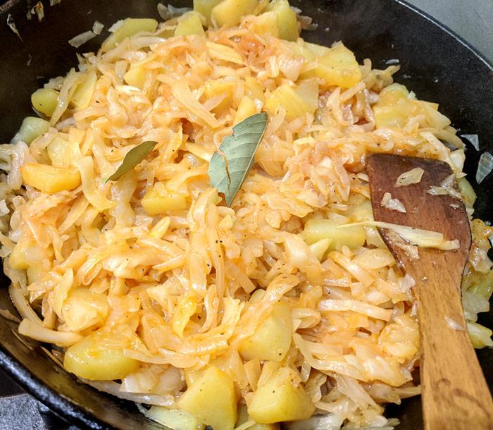 тушенная капуста с картофелем