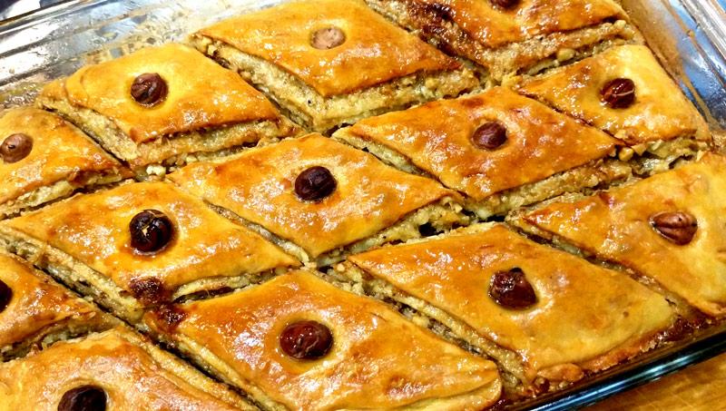 Пахлава с грецкими орехами и медом
