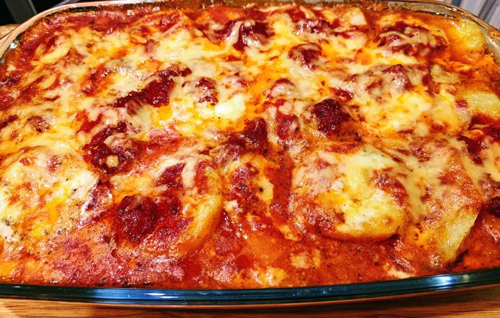 Картофель запеченный с сыром в соусе