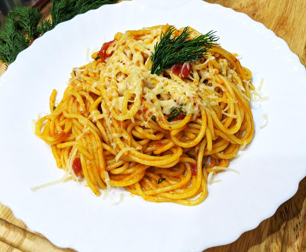 Спагетти без мяса с подливой