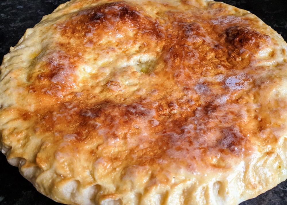 пирог с куриным филе и картошкой.