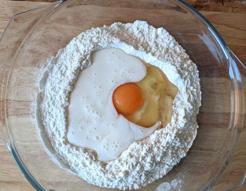 Готовим тесто для пышек на кефире